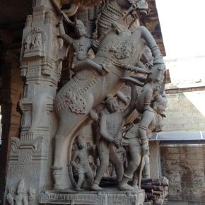 Srirangam: Sesharayar Mandapam